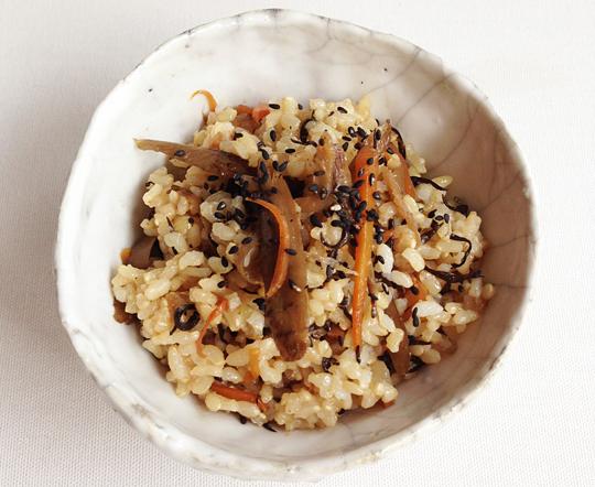 有機野菜(根菜)と玄米の混ぜごはん