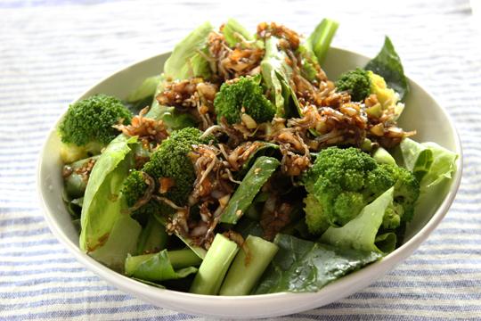 緑野菜のホットじゃこサラダ