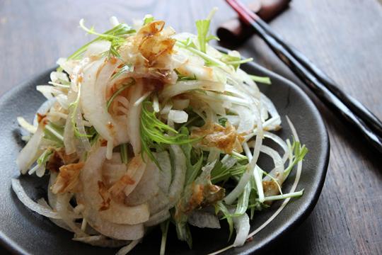 玉ねぎと梅肉のサラダ