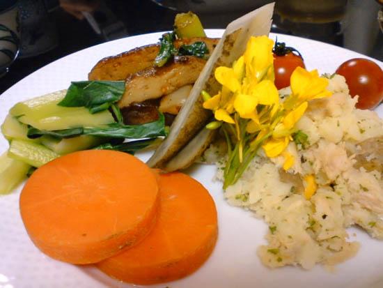 ポテトコーンツナサラダ・蒸し野菜 with タヒニドレッシング・小松菜&大根とさつま揚げのピリカラ炒め
